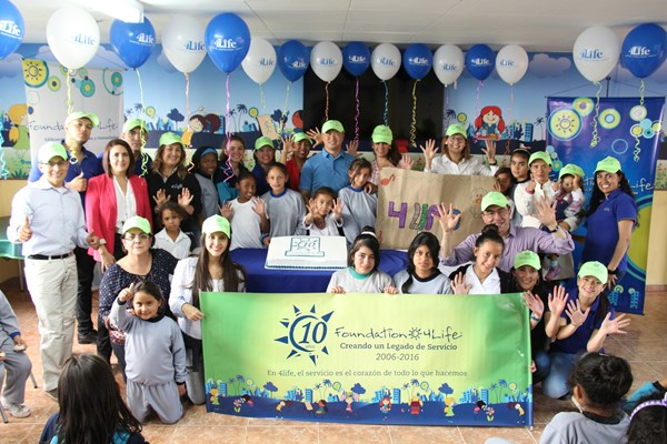 4Life Colombia Hosts Service Event