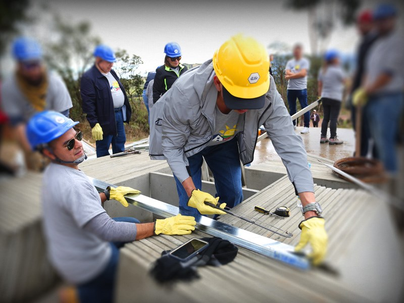Distributors and Corporate Employees Attend First-Ever 4Life Service Trip
