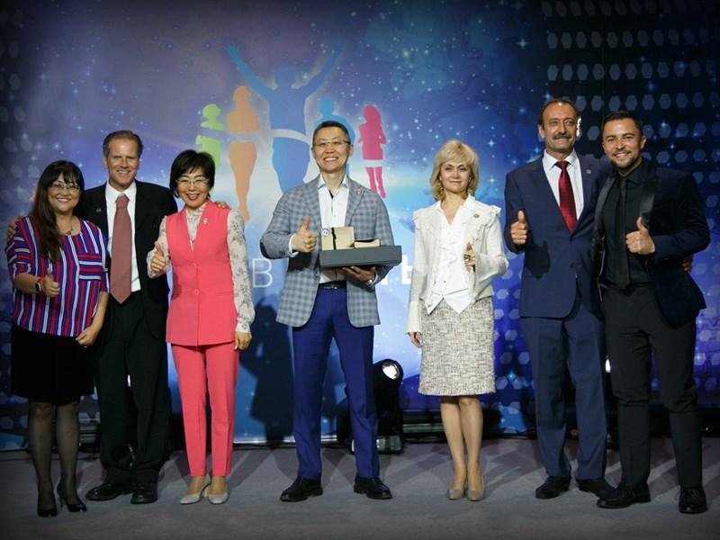 Триста человек на мероприятии в Центре Международной Торговли в Москве