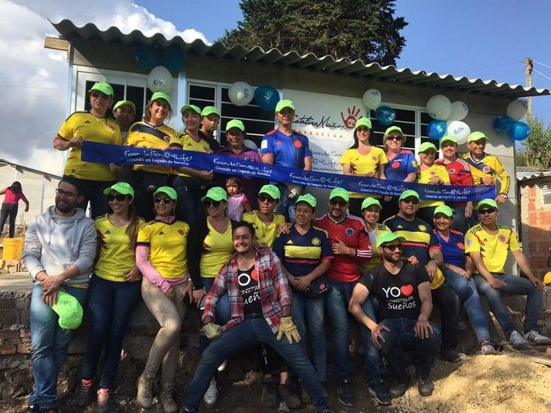 """""""4Life"""" Kolumbijos padalinys stato namus nepasiturinčioms šeimoms"""