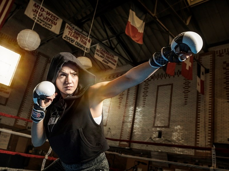 Miembro de Team 4Life domina pelea profesional