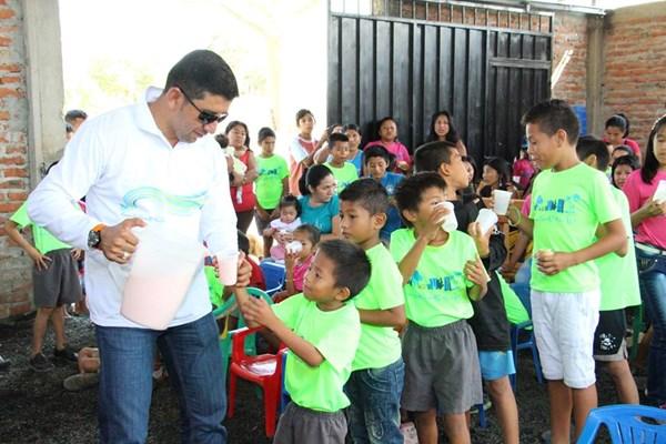 4Life Ecuador Hosts Service Event