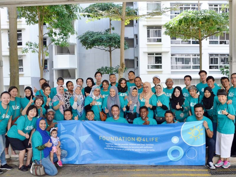 Foundation 4Life<sup>&trade;</sup> realiza campaña de recolección de alimentos para familias en Singapur